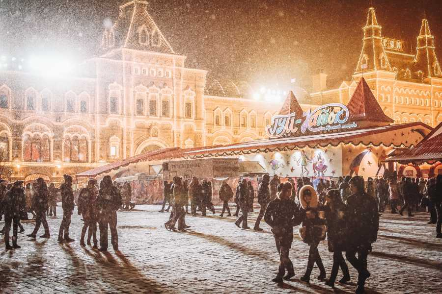 Bus2Alps AG Budapest Christmas Markets- Meet Us There
