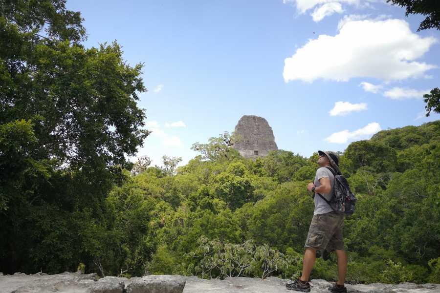 Gem Trips 03:15 Tikal Tour privado de Amanecer desde Hotel Isla de Flores