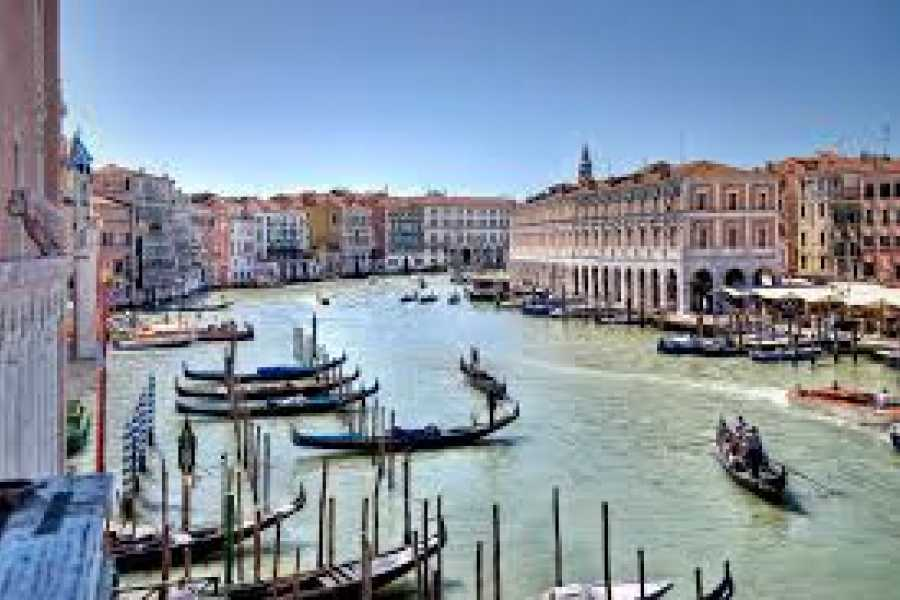 VERONALITY Small-group Venice Highlights Walking Tour with Gondola ride