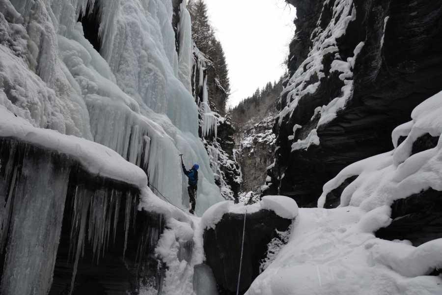 Øystein Ormåsen Bordalsgjelet ice gorge hike