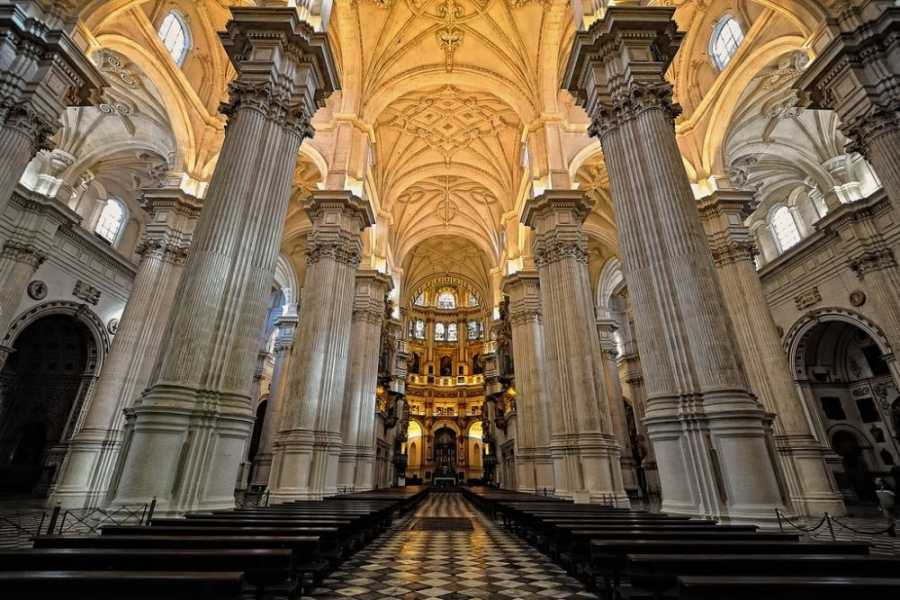 NHUE CATEDRAL Y CAPILLA REAL. TOUR PRIVADO