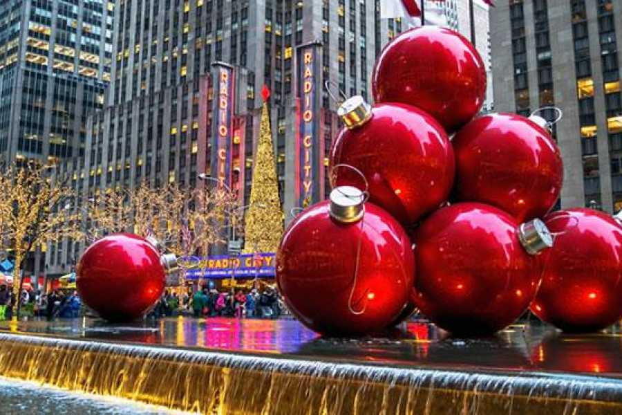 Dream Vacation Tours NYC Luxury Christmas Lights tour from NS, NB