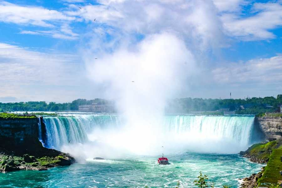 Dream Vacation Tours Niagara Falls, Old Quebec & Niagara on the Lake from NS, NB
