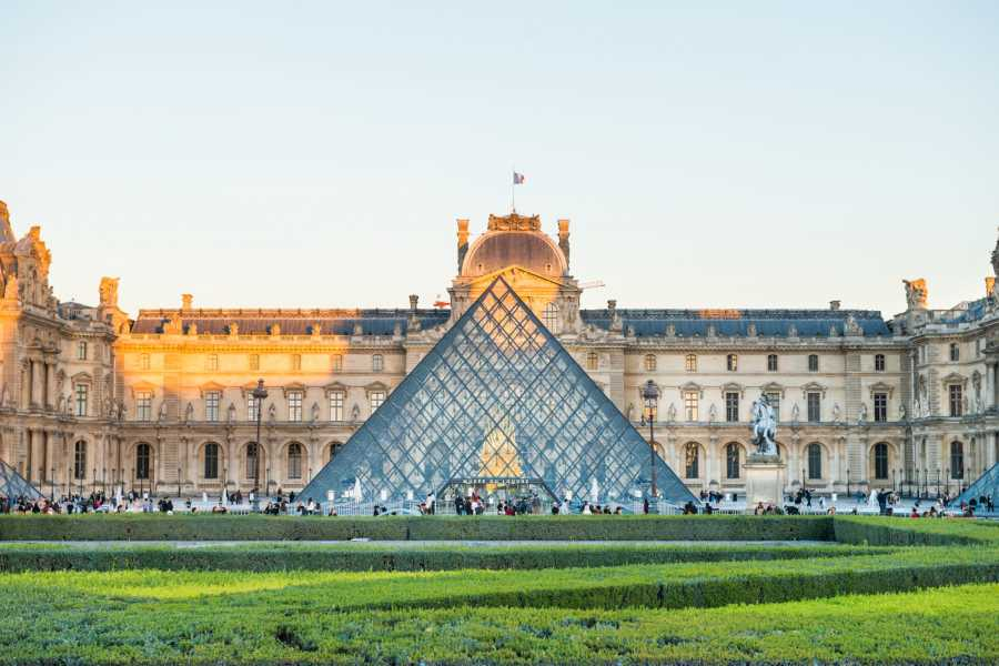 Memories France Must-Sees of the Louvre Museum Semi-Private 1.5 hour tour