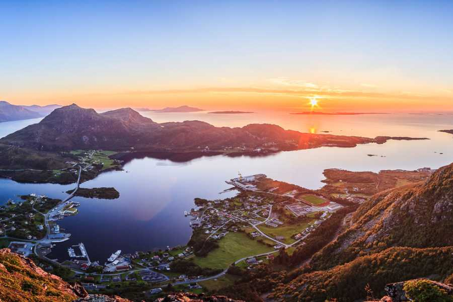 Utendørs Four mountain tops in Midsund (Medium+, 4-5 hours) with guide.