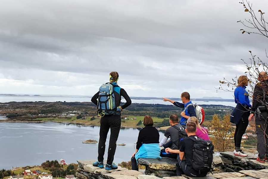 Utendørs 3 Peaks: Akslahornet - Digergubben - Midsundhornet (Medium+, 3-4 hours)  with guide.
