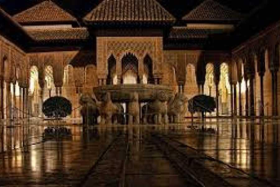 NHUE PALACIOS NAZARIES. TOUR PRIVADO NOCTURNO
