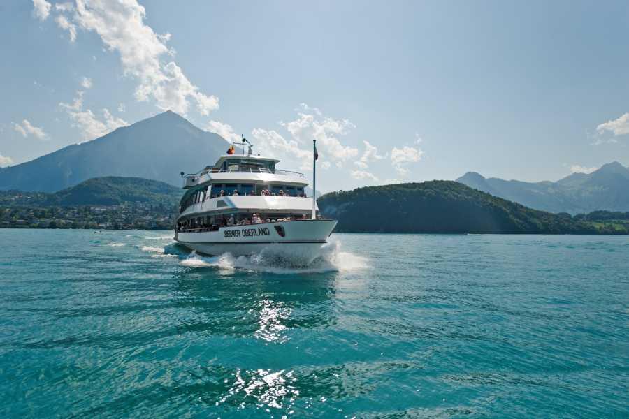 BLS AG, Schifffahrt Parade de la flotte sur le lac de Thoune - MS Berner Oberalnd - avec menu