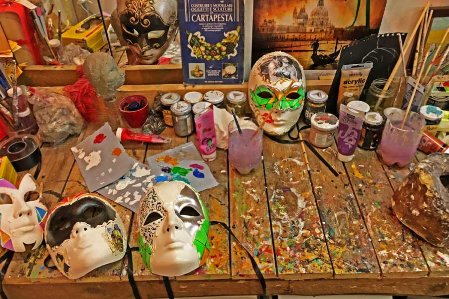 Venice Tours srl Create your Carnival Mask at your home with Giorgio!