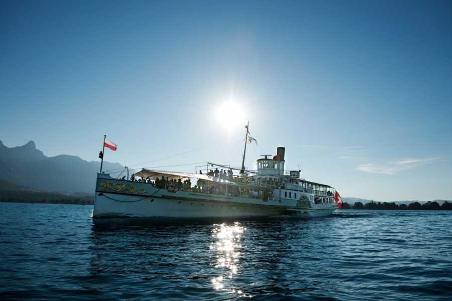 BLS AG, Schifffahrt Parade de la flotte sur le lac de Thoune - DS Blümlisalp - avec menu