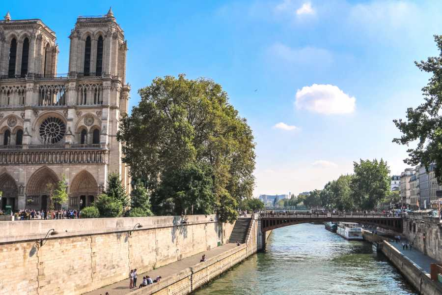Memories France Paris Live! Notre Dame & Quintessential Paris