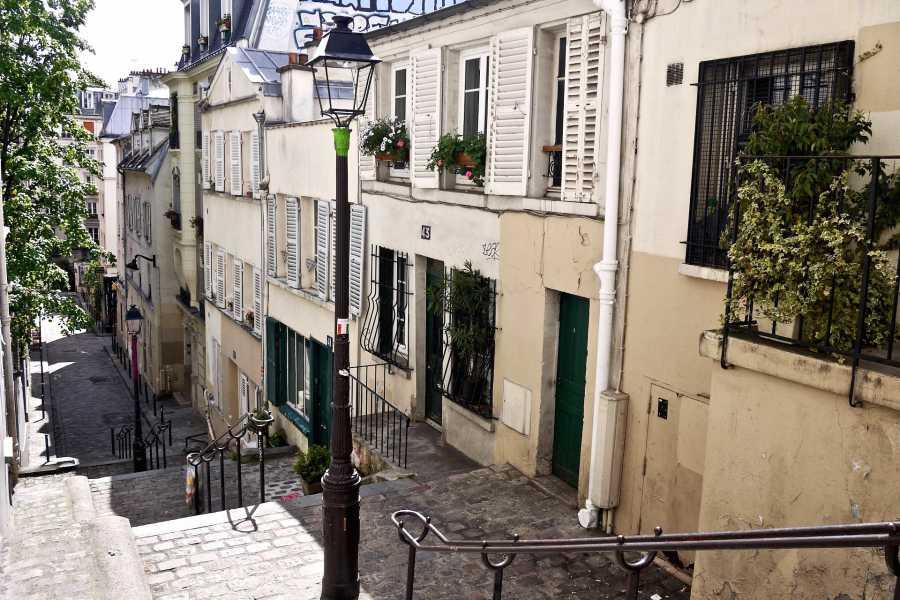 Memories France Paris Live! Montmartre: The Artists' Quarter