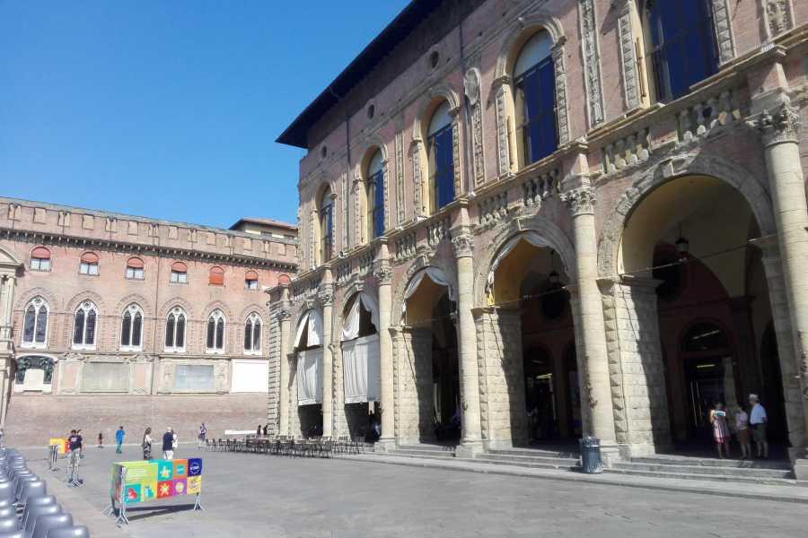 Bologna Welcome Le facciate dei palazzi bolognesi