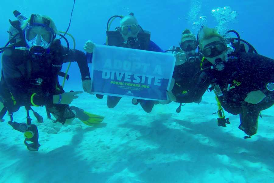 Coral divers PADI AWARE Dive against Debris