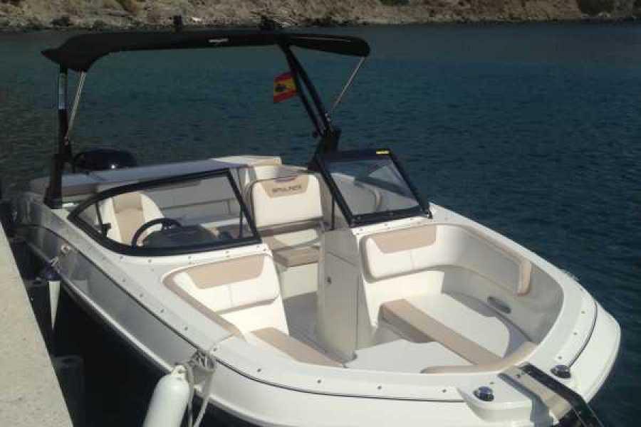 SailandPlay,SLU Self Drive Bayliner VR5 - Licence Required
