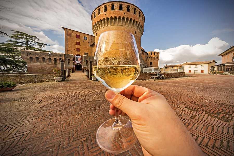 Bologna Welcome Dozza, il borgo di-vino