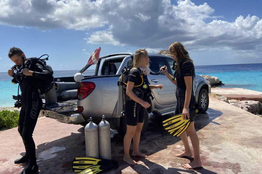 Coral divers Dive & Drive Unlimited Air / Nitrox Pick Up Truck