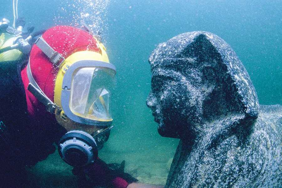 EMO TOURS EGYPT Dive and touch the secrets of Queen Cleopatra underwater of Alexandria.