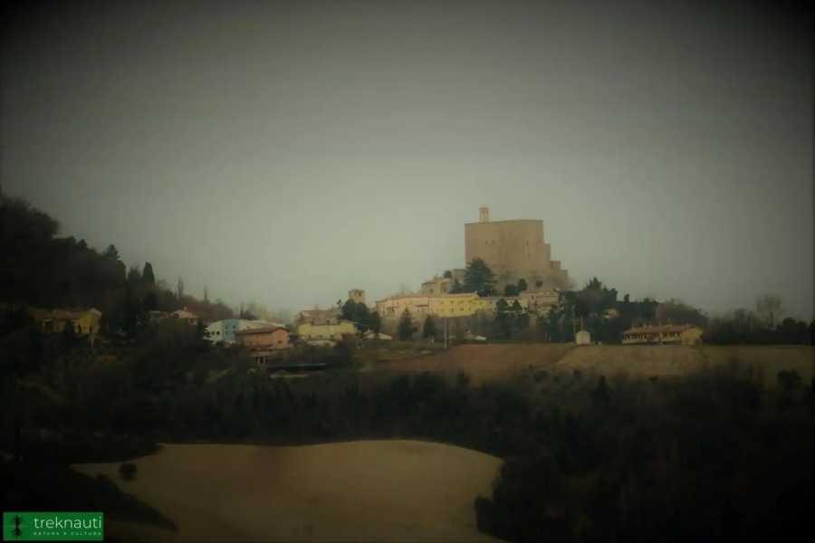 VisitRimini Montefiore Conca - la « Fiora » le soir