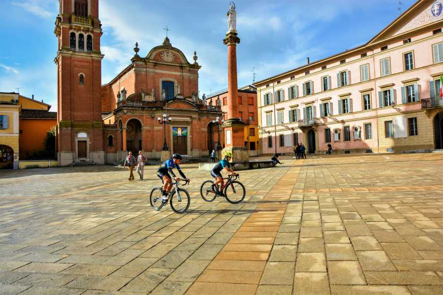 Bologna Welcome - eXtraBo Family Bike Tour: Castel San Pietro Città Slow e Dozza