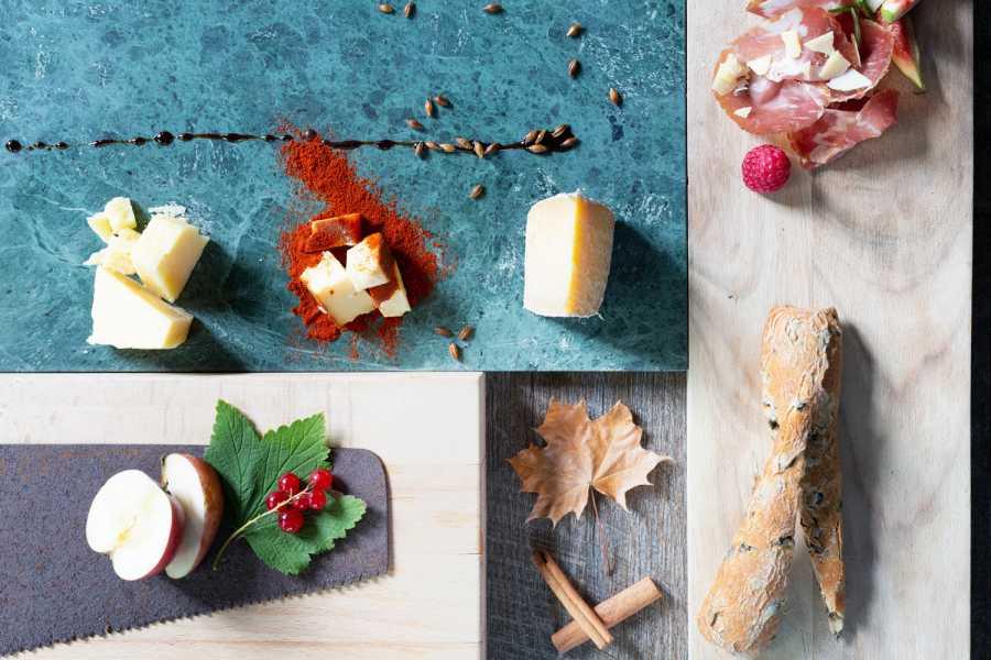Opplev Runde AS // Hivens Sidersmaking med ost- og skinketapas på Skinkerådhuset på Stranda