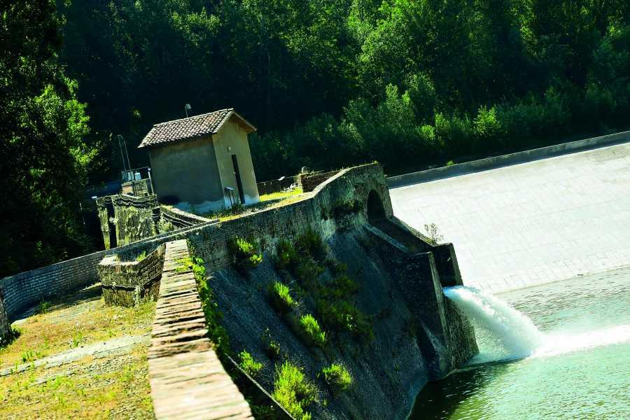 Bologna Welcome Il 'Casaliculum' romano sulle rive del Fiume Reno e ai piedi del Colle della Guardia, la Chiusa e il Lido, storico luogo di villeggiatura dei bolognesi