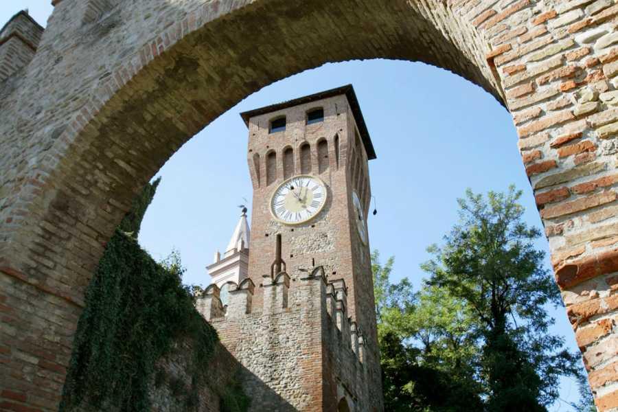 """Bologna Welcome La """"Piccola Parigi"""" svela i suoi tesori, da Piazza Garibaldi alla """"prigione"""" di Ugo Foscolo"""