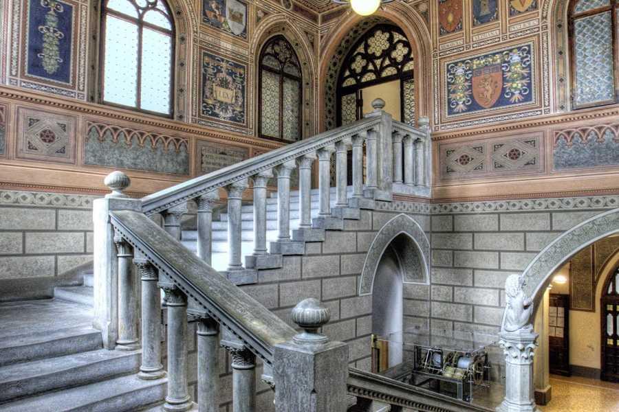 Bologna Welcome La città dei musei e i suoi antichi gioielli d'arte e architettura, il Teatro Consorziale, le chiese, i torrioni