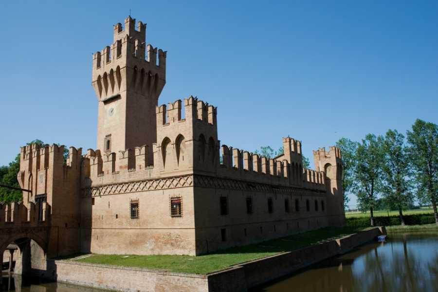 """Bologna Welcome Sul Navile, antica via d'acqua bolognese, troviamo l'antico castello """"Domus Jocunditas"""" e le opere di Alfonso Rubbiani, poi Villa Smeraldi e l'oasi La Rizza"""