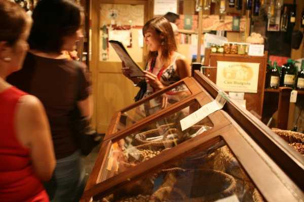 ICONO Serveis Culturals Century Old Shops Tour