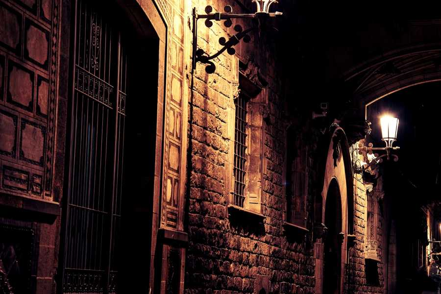 "ICONO Serveis Culturals ""The Ghost Walking Tour"""
