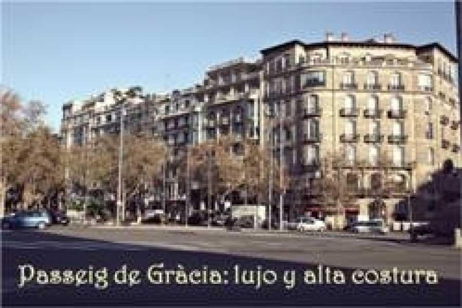 ICONO Serveis Culturals Passeig de Gràcia: lujo y alta costura