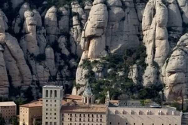 ICONO Serveis Culturals Montserrat Tour