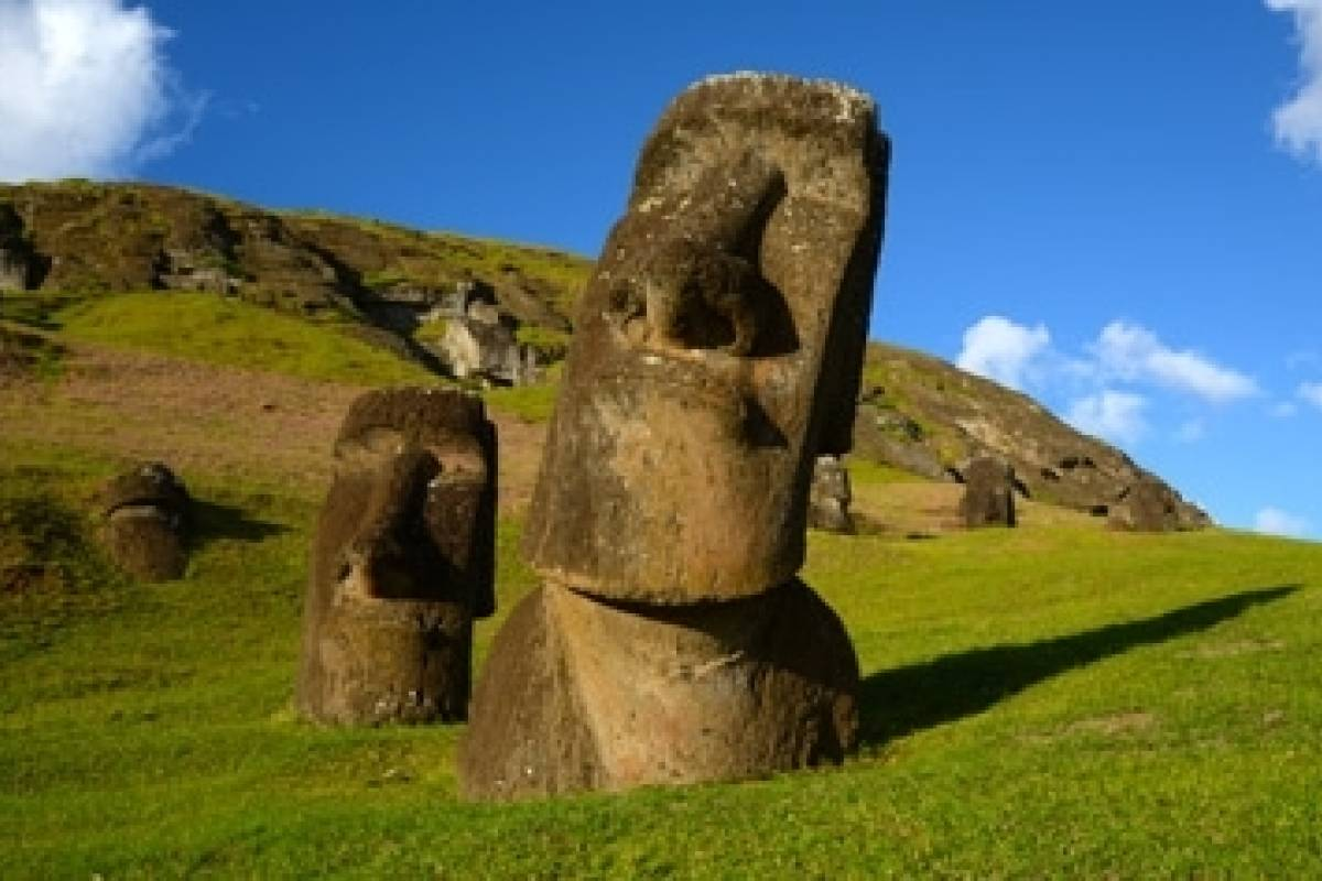 Green Island Tours-Easter Island Moai Monuments Tour