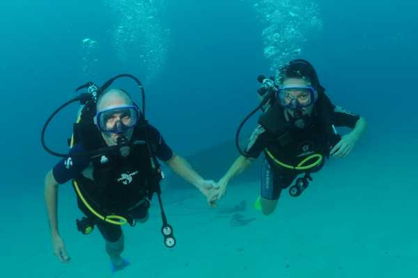 Aqua Mania Adventures SCUBA: REFRESHER DIVE