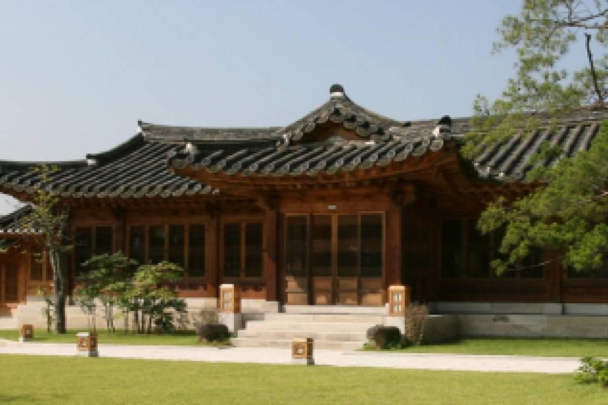 Kim's Travel 06 Furniture Museum, Unhyungung Palace & Jogyesa Temple Tour
