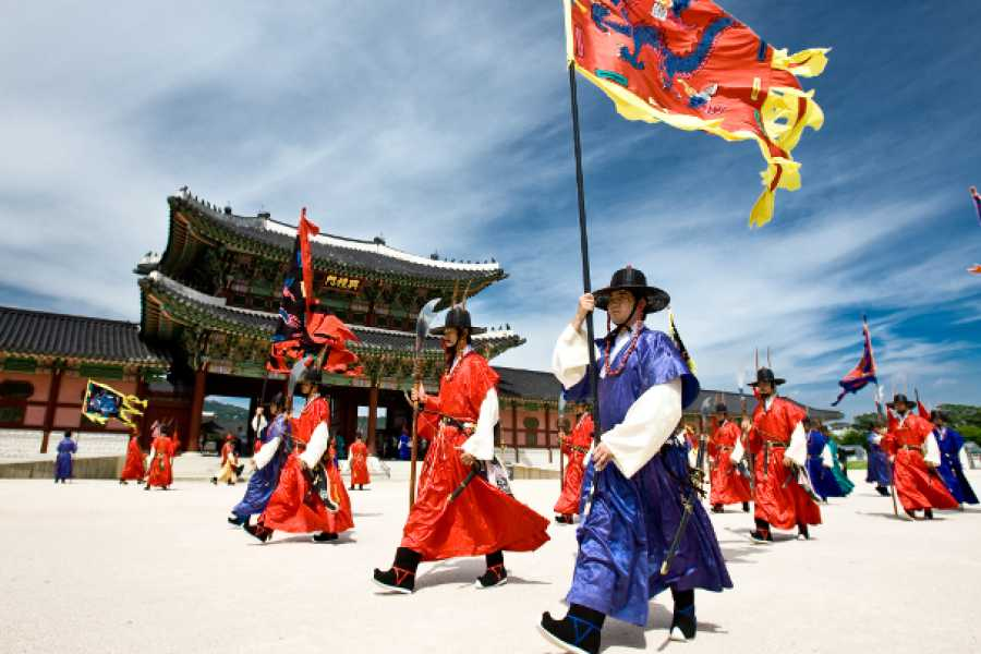 Kim's Travel KD 10 Bukchon Village & Royal Palace Tour
