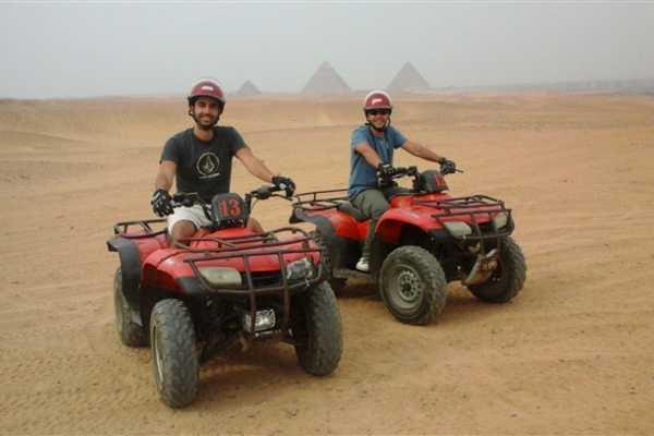 EMO TOURS EGYPT QUAD BIKE REISE AN GIZA PYRAMIDE