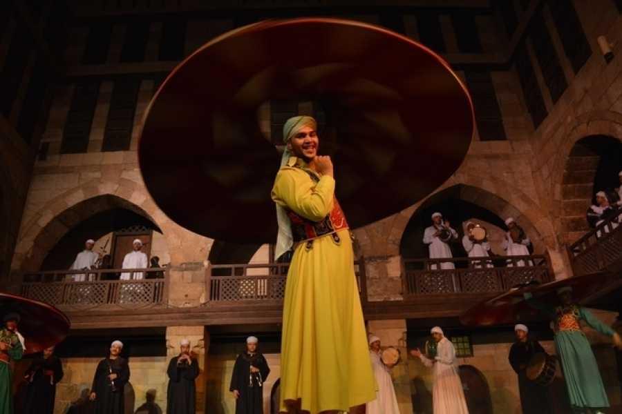 EMO TOURS EGYPT Especátculo Folclórico de Al Tannoura en Wekalet El Ghoury