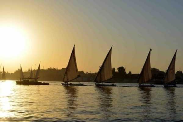 EMO TOURS EGYPT VIAGENS CURTAS FELUCA EM LUXOR