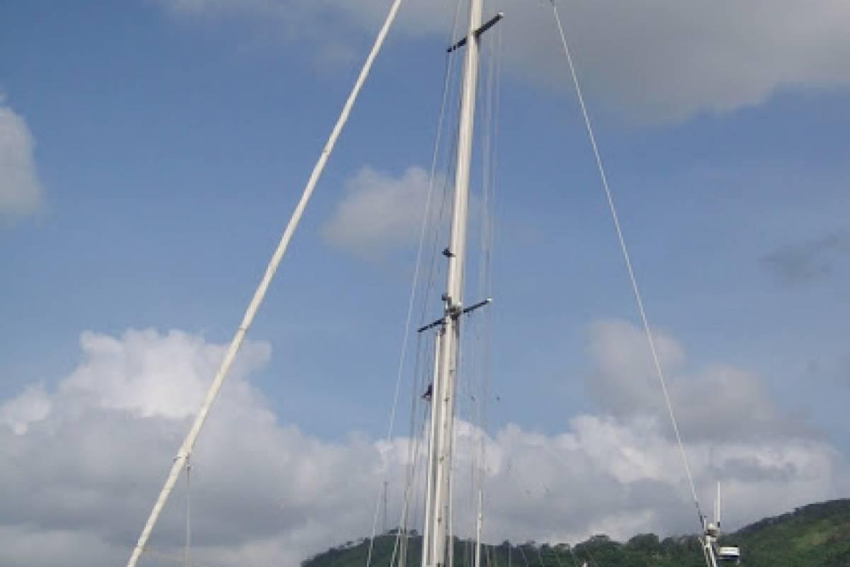Cacique Cruiser Boat to Panama - Mintaka