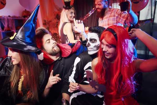 SANDEMANs NEW Dublin Tours SANDEMANs NEW Dublin Halloween Pub Crawl 2017