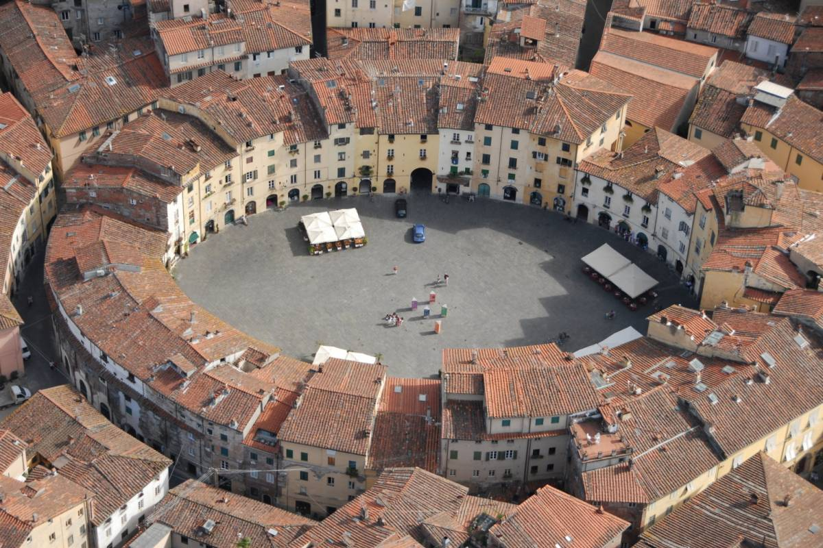 Italy on a Budget tours Pisa & Lucca