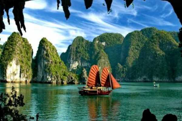 3 Day Hanoi and Halong Tour Including Overnight Cruise