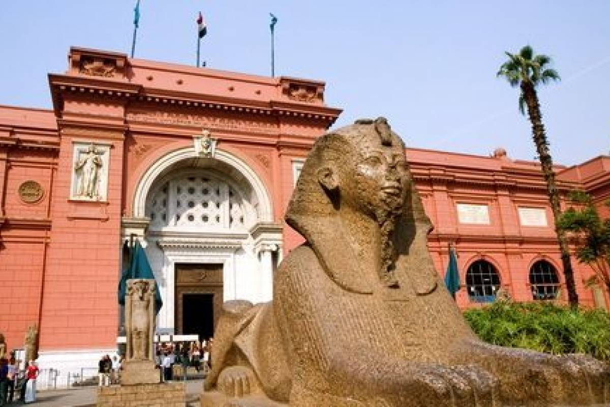 Deluxe Travel Egyptian Museum and Pyramids of Giza with Camel ride Tour