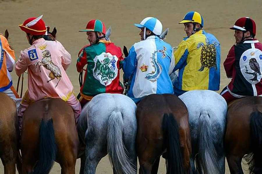 Tuscany Trotter SIENA AND THE WORLD FAMOUS HORSE RACE
