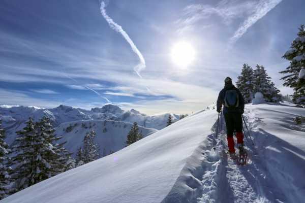 Andermatt Adventure - Crown of Alps AG Schneeschuhwandern (2.5h) mit Übernachtung