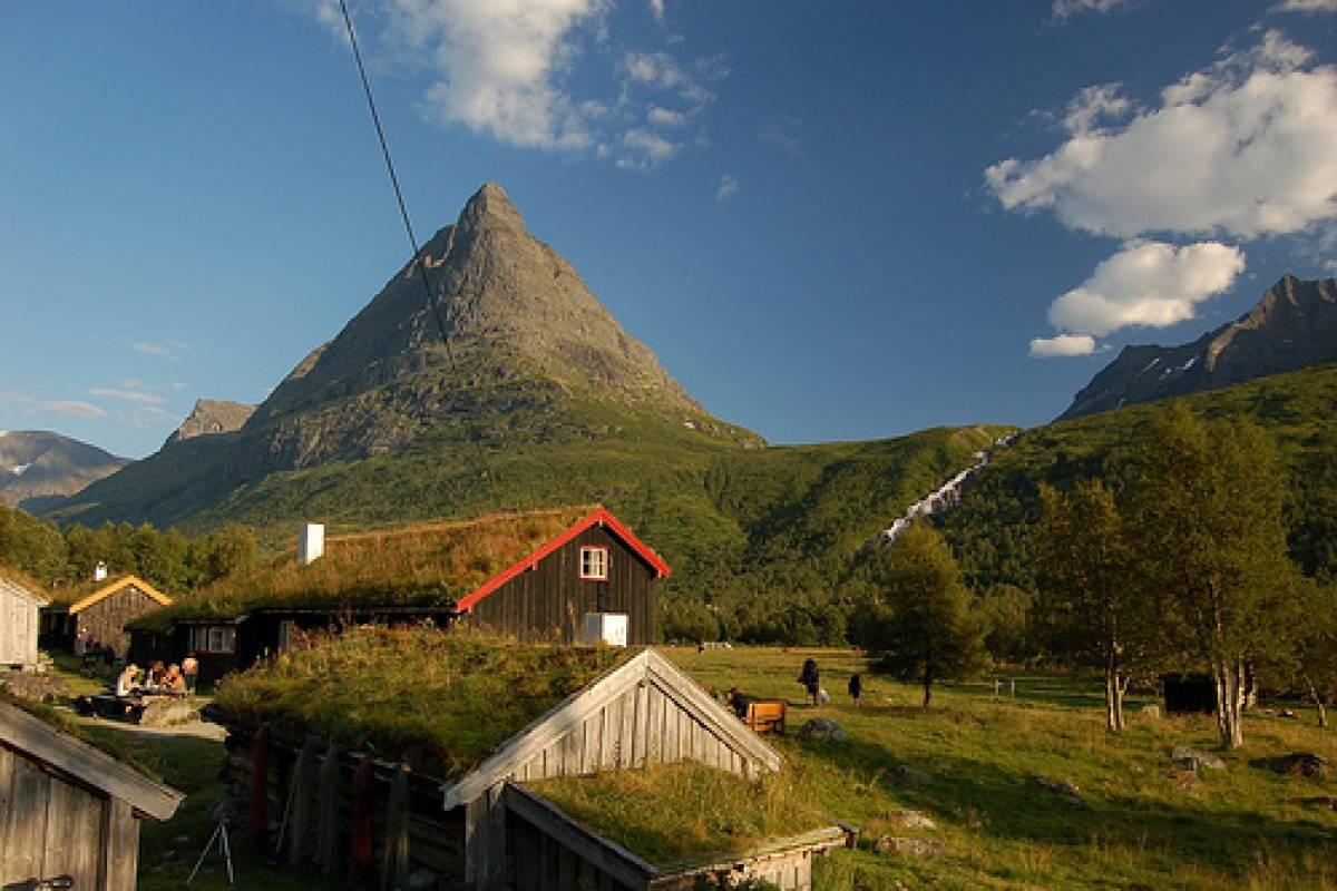 Contrast Adventure Norway Climbing Innerdalstårnet