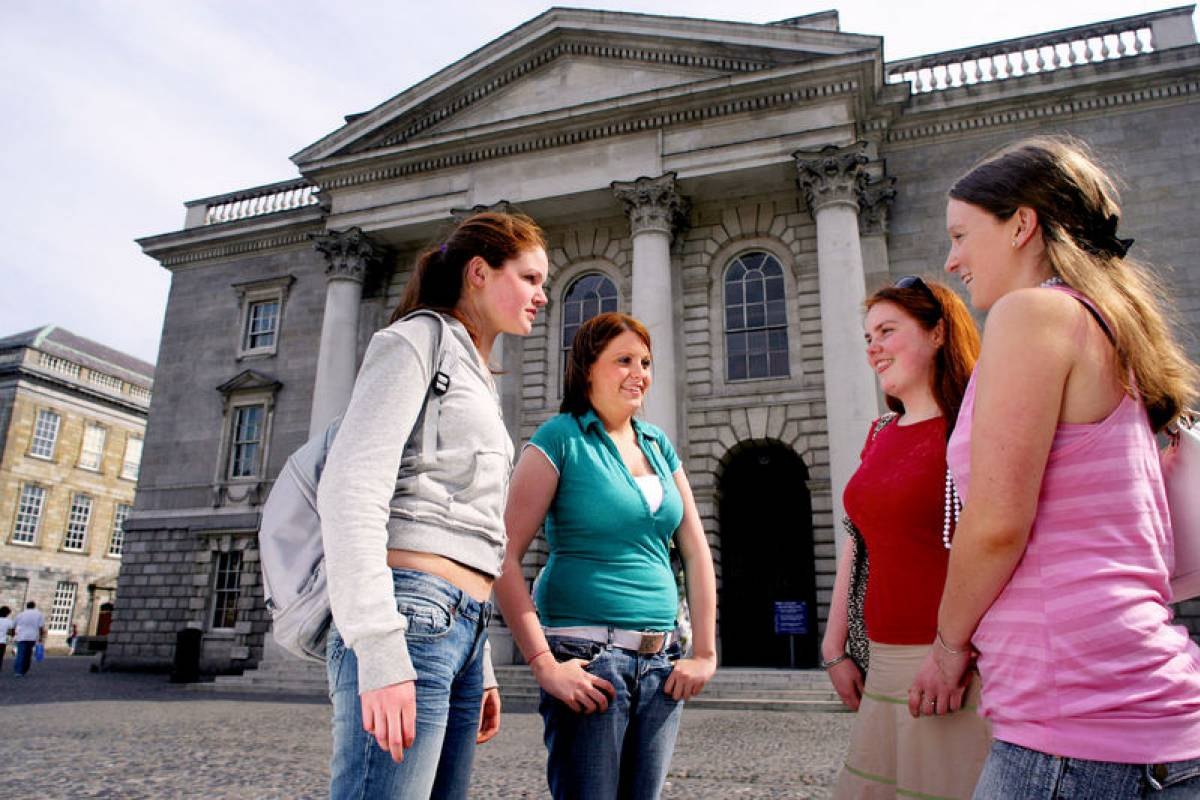 Pat Liddy's Walking Tours of Dublin Student Group Walk