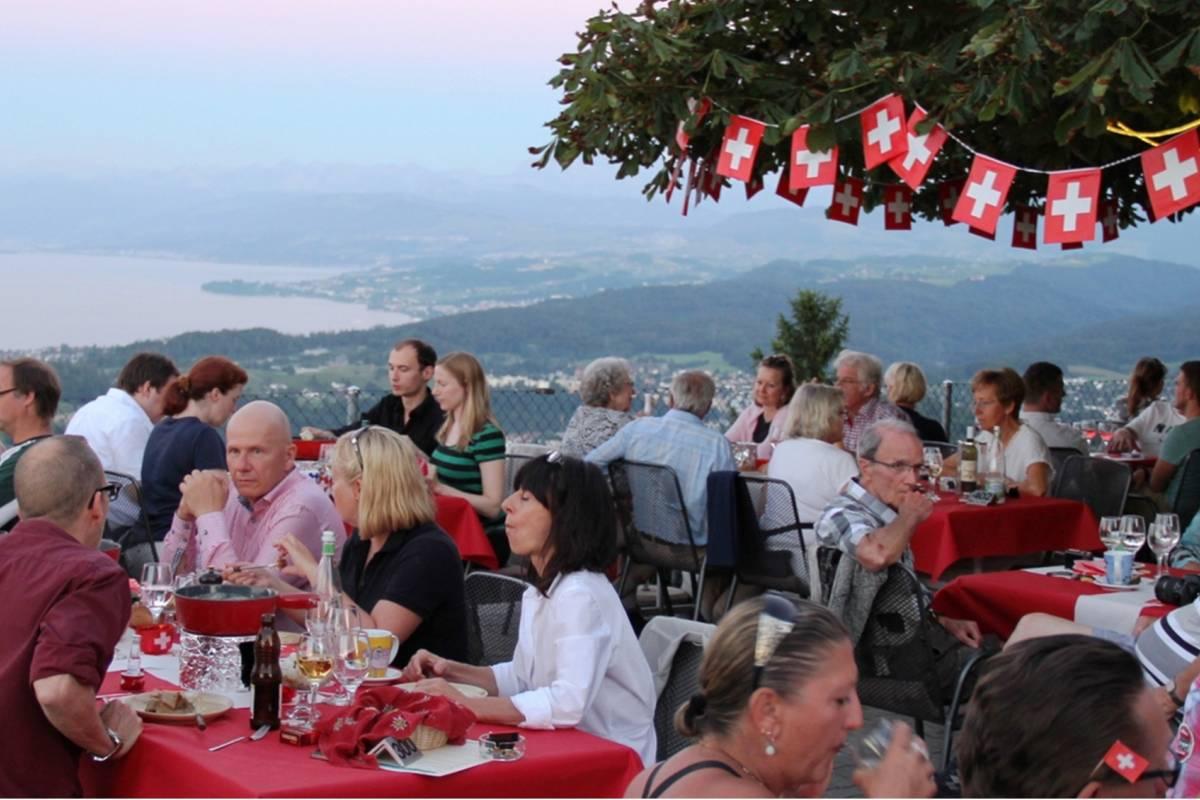 Best of Switzerland Tours Zürich – Sonnenuntergang beim Käsefondue